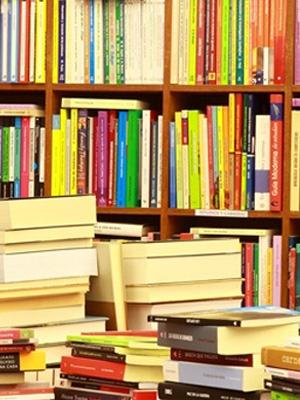 libri in scaffale