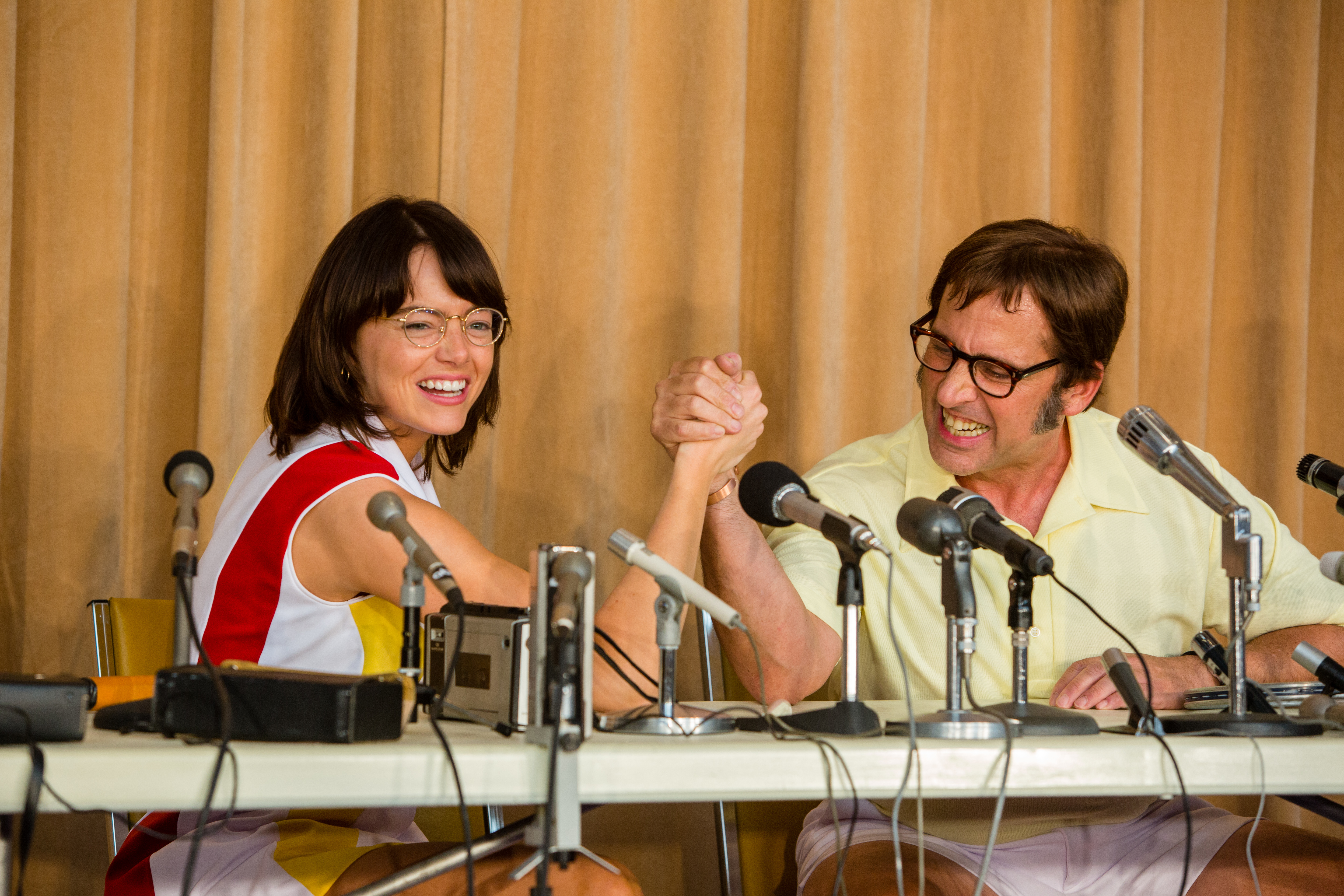 Emma Stone (Billie Jean King) e Steve Carell (Bobby Riggs) in una scena di La battaglia dei sessi. © 2017 Twentieth Century Fox Film Corporation All Rights Reserved